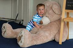 41. Бориске очень понравился большой медведь, он по нему ползал и обнимал его.