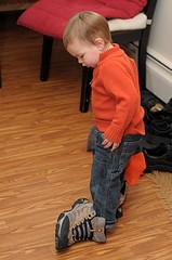 51. Любит одевать нашу обувь - возможно, потому, что хочет сам, и у него получается. :)