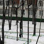 2. Бориса идет гулять во двор с бабушкой