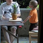 21. С папой и ананасом
