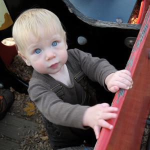 Максик на детской площадке