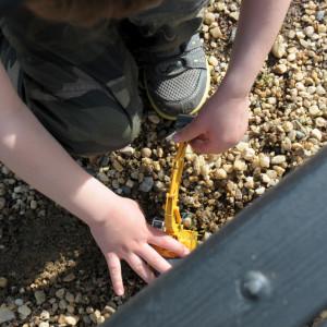 Самое важное - не забыть покопать заботливо прихваченным с собой экскаватором